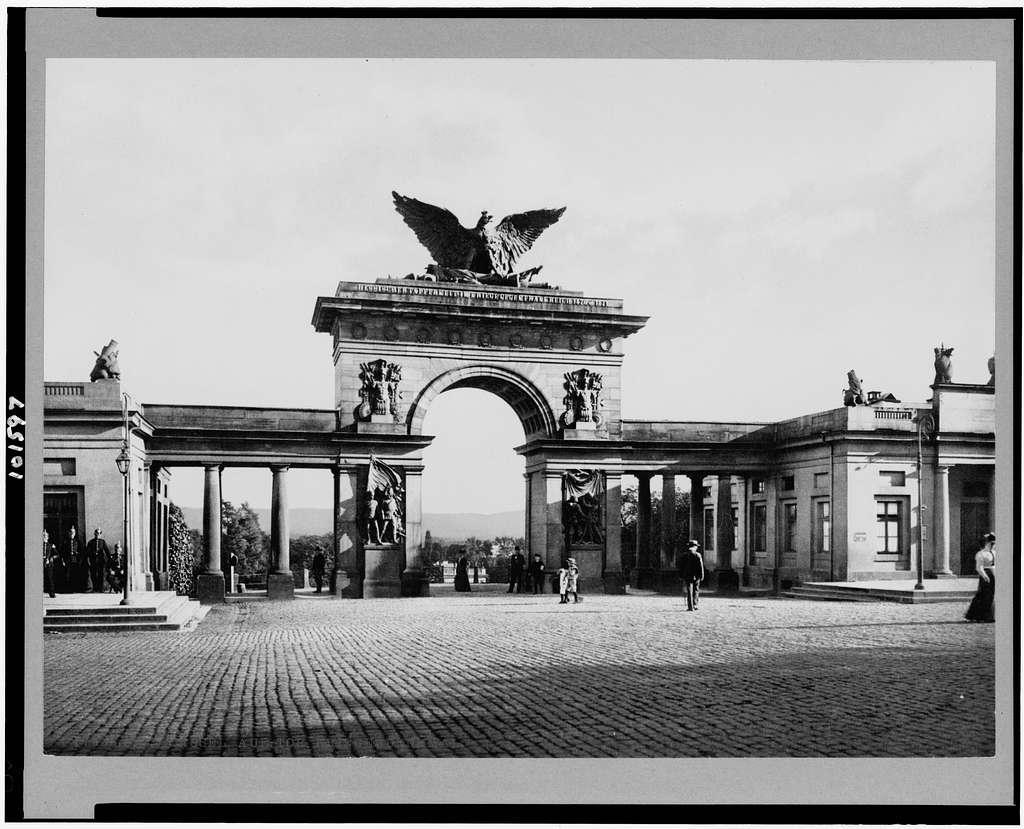 Kassel, Aue-Tor. Kriegerdenkmal