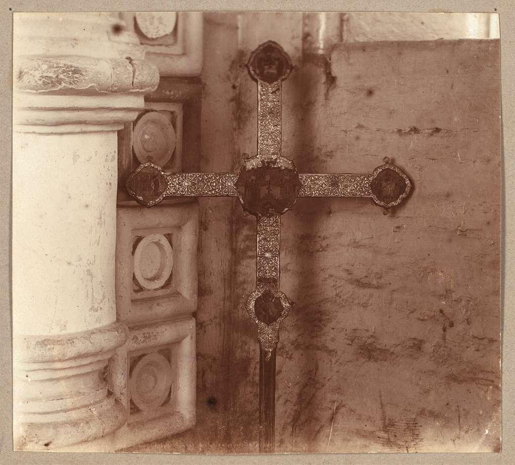 Krest, s kotorym posly prishli prositʹ Mikhaila Ḟeodorovicha prini︠a︡tʹ t︠s︡arstvo (s drugoĭ storony).Ipatʹevskīĭ monastyrʹ, Kostroma
