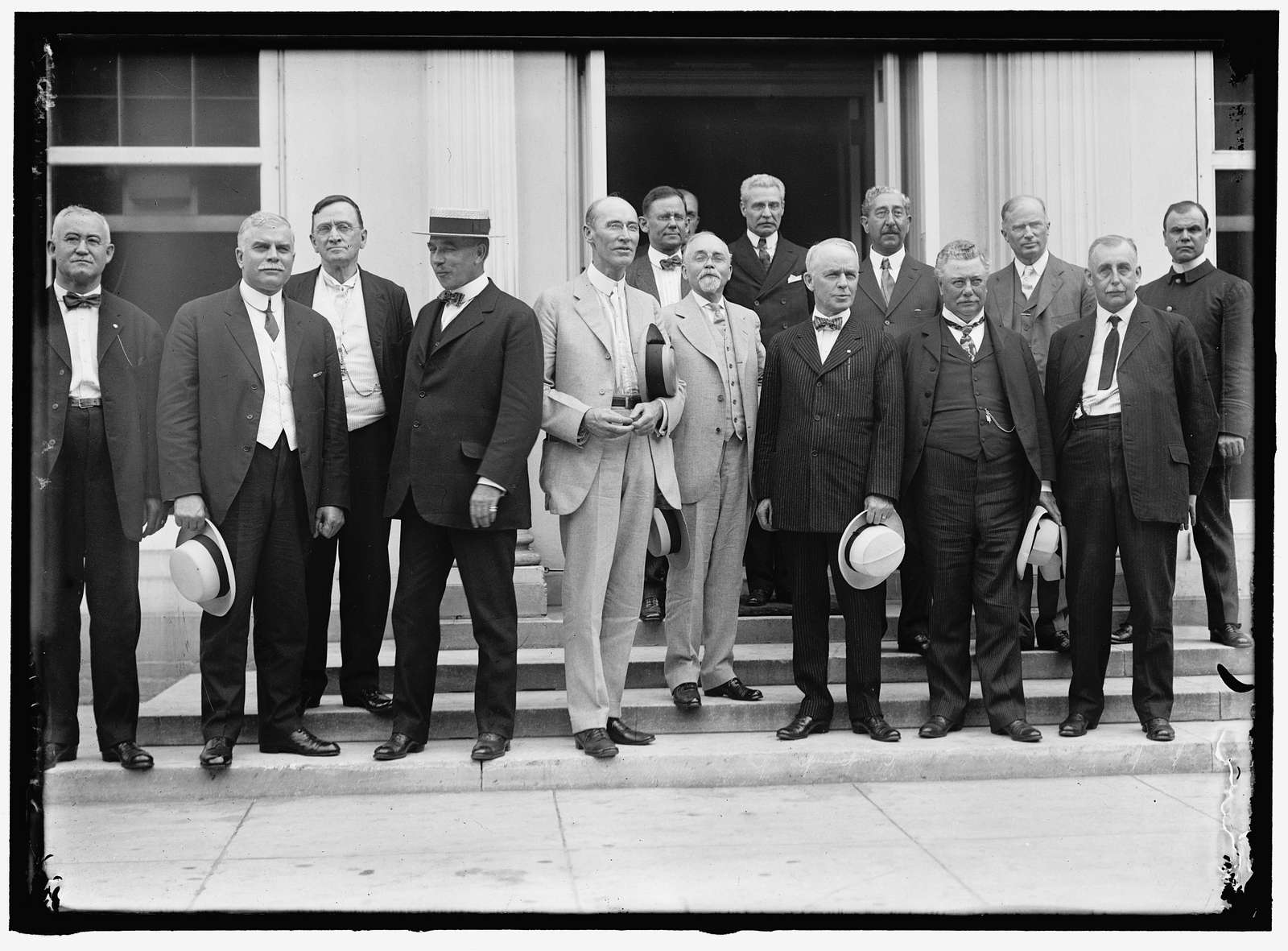 RAILROAD MEN AT WHITE HOUSE. HEADS: W.G. LEE, PRES., BOARD OF RAILWAY TRAINMEN; WARREN B. STONE, PRES., BOARD OF LOCOMOTIVE ENGINEERS; HERMAN W. WILLS, WASHINGTON REPUBLICAN LABOR ORGS.; ALFRED H. SMITH, V.P., N.Y.C. RAILWAY; A.B. GARRETSON, PRES., ORD. RAILWAY CONDUCTORS; HEAD IN DOOR UNIDENT.; 12 FACE