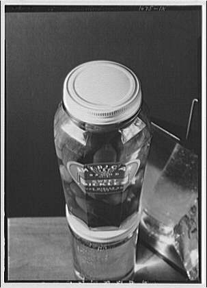 Closures on pickle jars. Pickle jar I