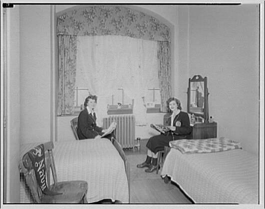 Dunbarton College. Bedroom at Dunbarton College