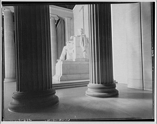 Lincoln Memorial. Lincoln statue from right side