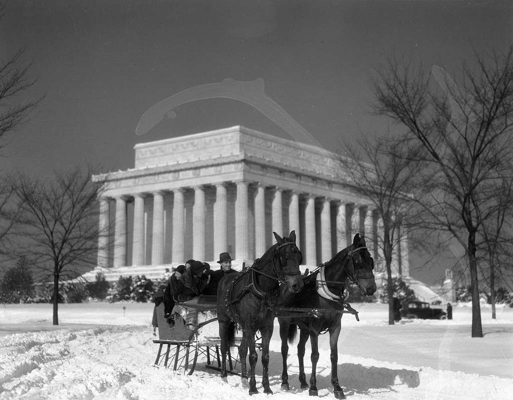 Lincoln Memorial. Winter view of Lincoln Memorial with horses and sleigh II