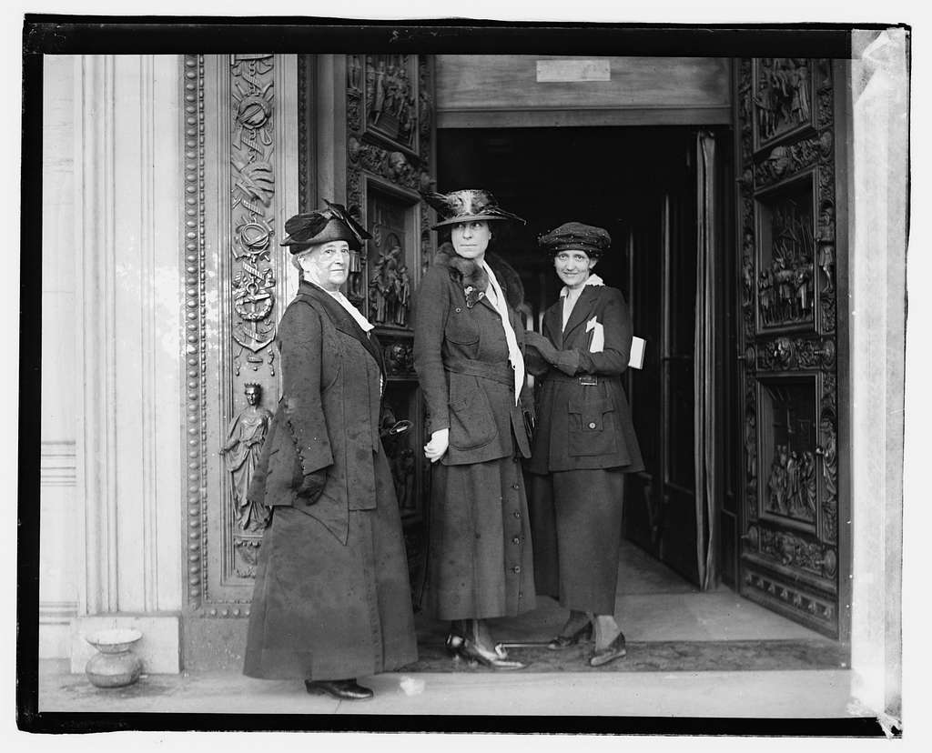 Mrs. Richard Wainright, Mrs. Abby Scott Baker, Mrs. Sue White, 42320