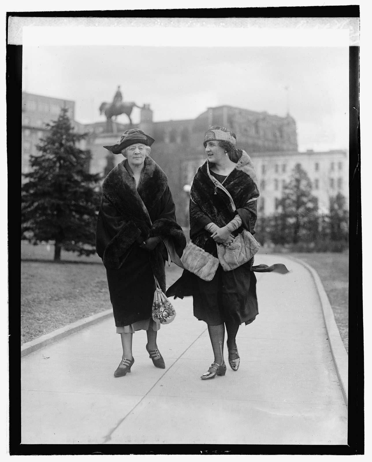 Mrs. W.M. Calder, Miss Marian Calder, 22322