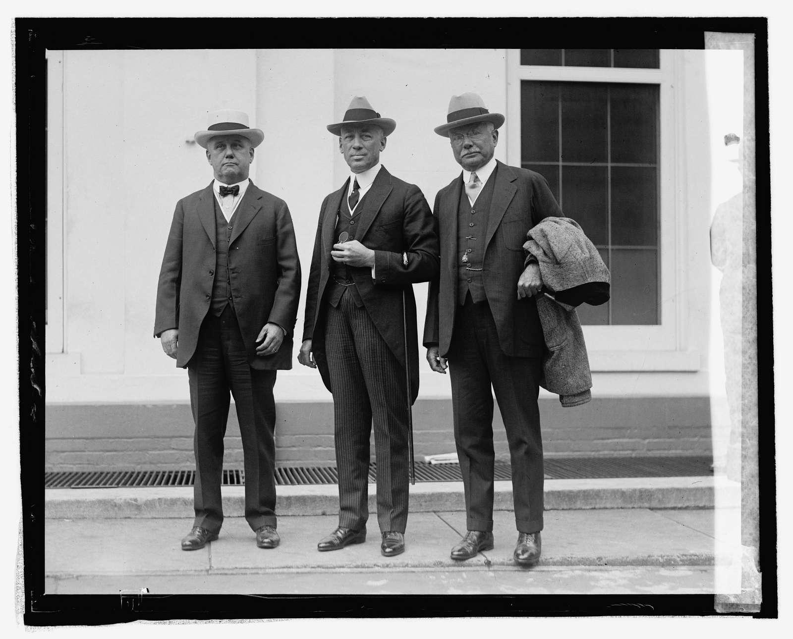 Cong. Wm. S. Vare, Mayor W. Freeland, Kendrick, Chas. B. Hall at White House, 924