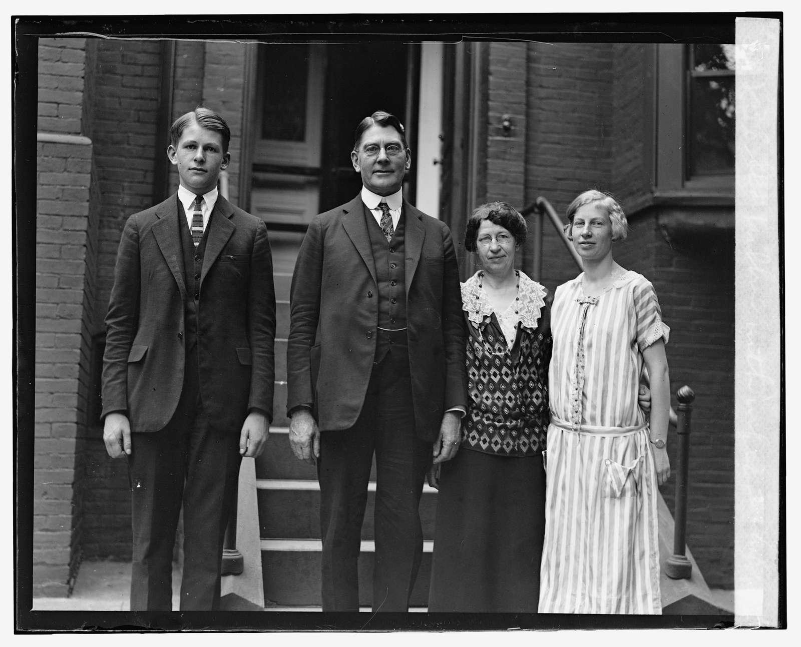 Sec. Wilbur with wife & 2 children, 6324