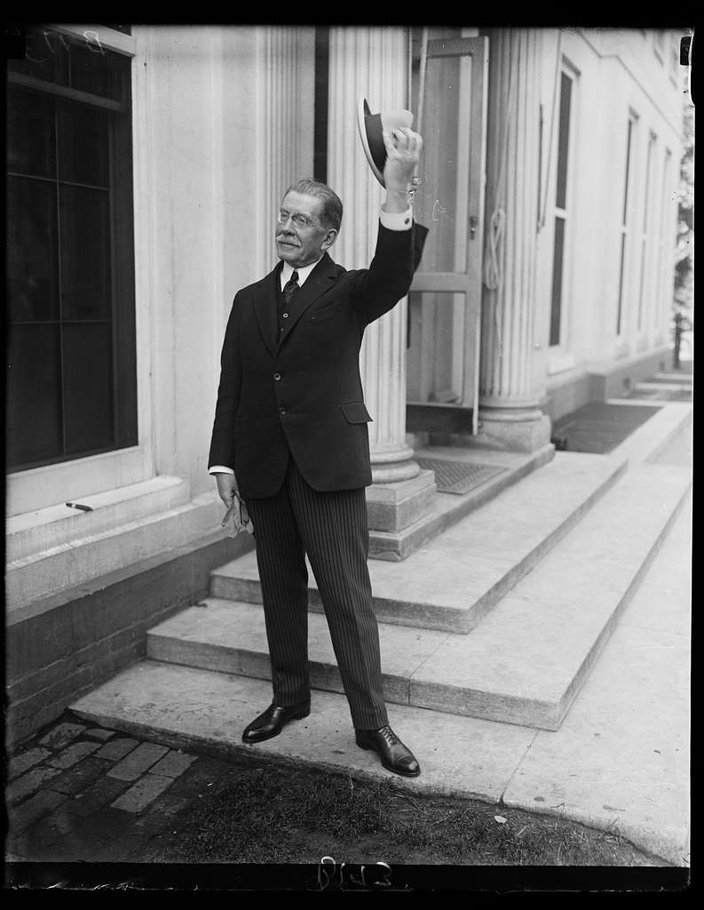 French Ambassador bids President Coolidge goodbye. Ambassador Henri Rerenger called at the White House today, May, 17th, to pay his respects to President Coolidge before sailing for his home in France where he will spend a short vacation. He sails on May 22nd