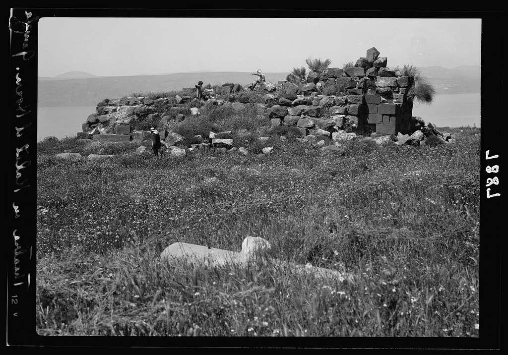 Gamala (Kal'at el-Huson east of the Sea of Galilee). Ruins of fortification on summit