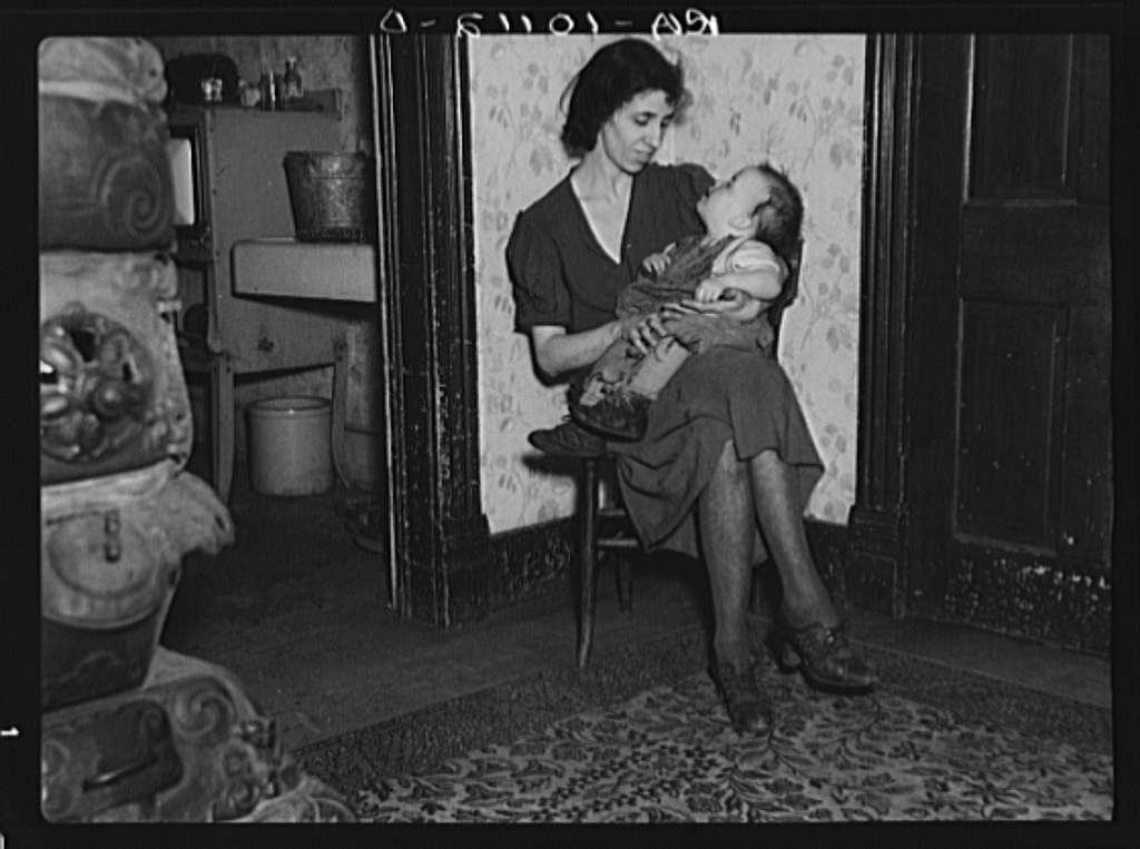 Wife of Homer Sharer and the baby, one of five children. Former tenant farmers and hired hands. They are now living on unemployment relief in Estherville, Iowa