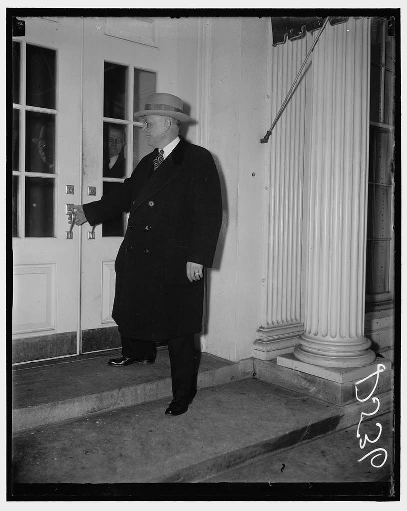 A.F. of L. leader at White House. Washington, D.C., Jan. 11. William Green, President, American Federation of Labor, entering the White House Executive Offices today for a conference with President Roosevelt