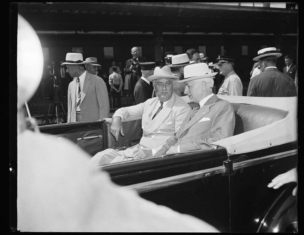 PRESIDENT CONFERS WITH SECRETARY HULL ON ARRIVAL IN WASHINGTON. WASHINGTON, D.C. AUGUST 24. AFTER HIS ARRIVAL IN WASHINGTON EARLY THIS AFTERNOON, PRESIDENT ROOSEVELT IMMEDIATELY DISCUSSED THE EUROPEAN SITUATION WITH SECRETARY OF STATE HULL WHILE THEY RODE FROM THE UNION STATION TO THE WHITE HOUSE