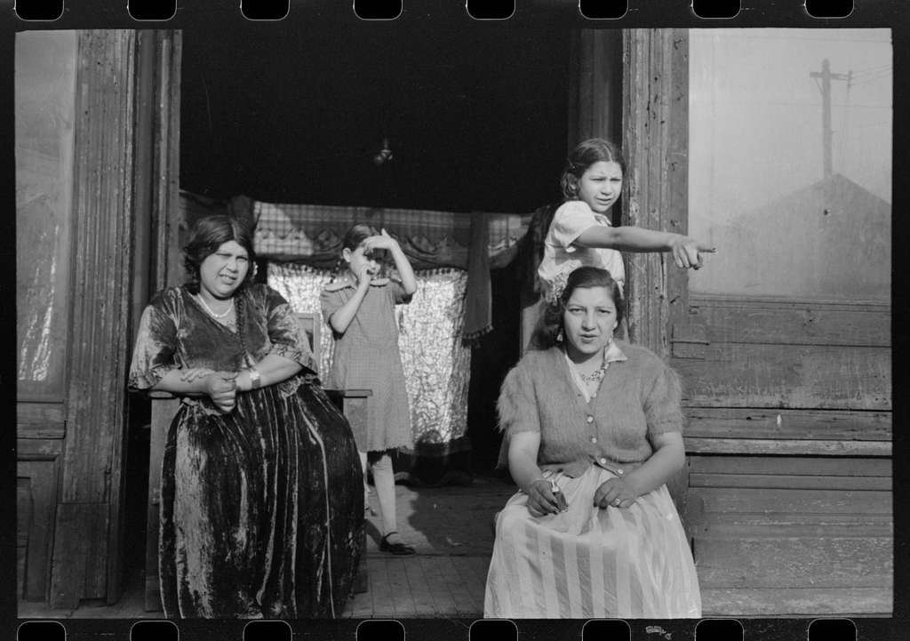 Gypsies living on South Side of Chicago, Illinois