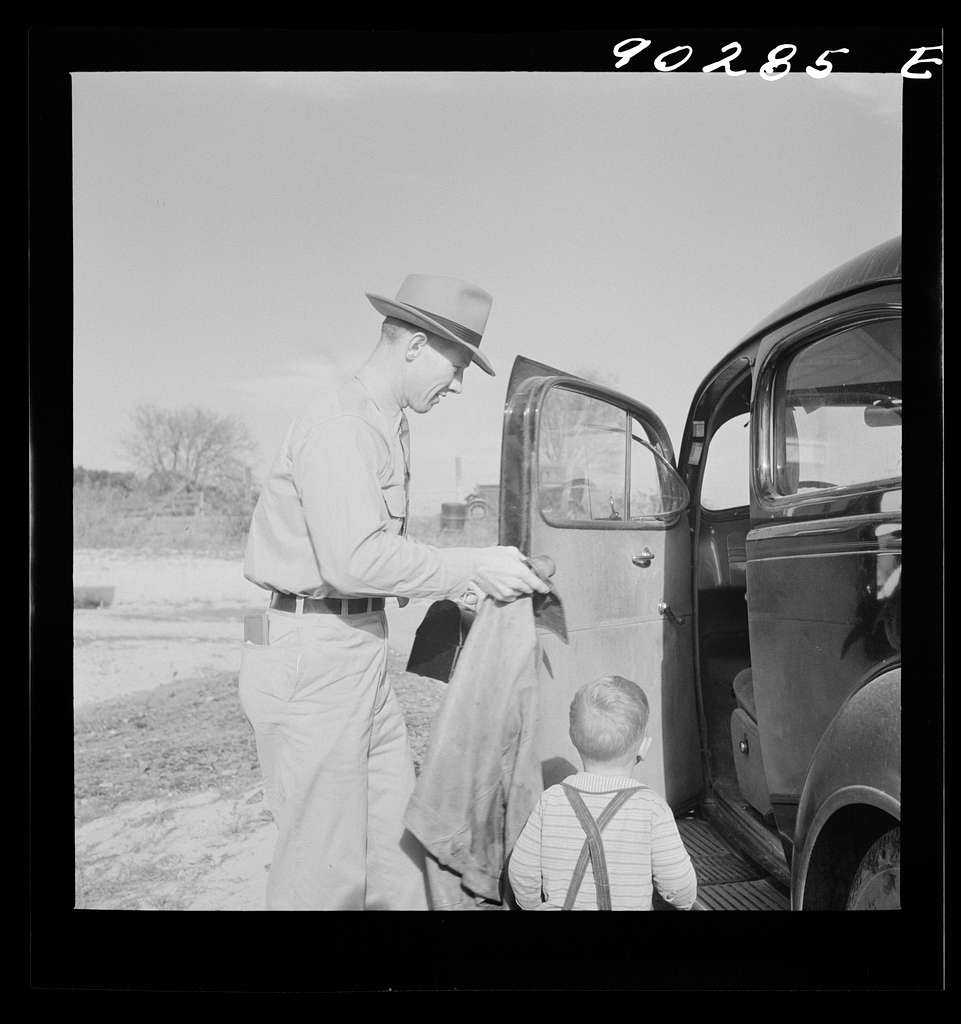 Radford, Virginia. Fred B. Williams from Savannah, Georgia, a safety engineer at the power plant, leaving his home to go to work. Sunset Vvillage, a FSA (Farm Security Administration) project for defense workers