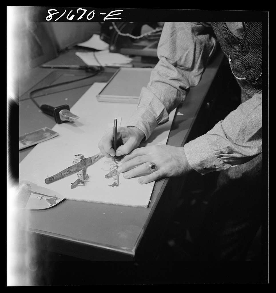 Washington, D.C. Preparing the defense bond sales photomural, to be installed in the Grand Central terminal, New York, in the visual unit of the FSA (Farm Security Administration). Milton Tinsley mounting part of the dummy