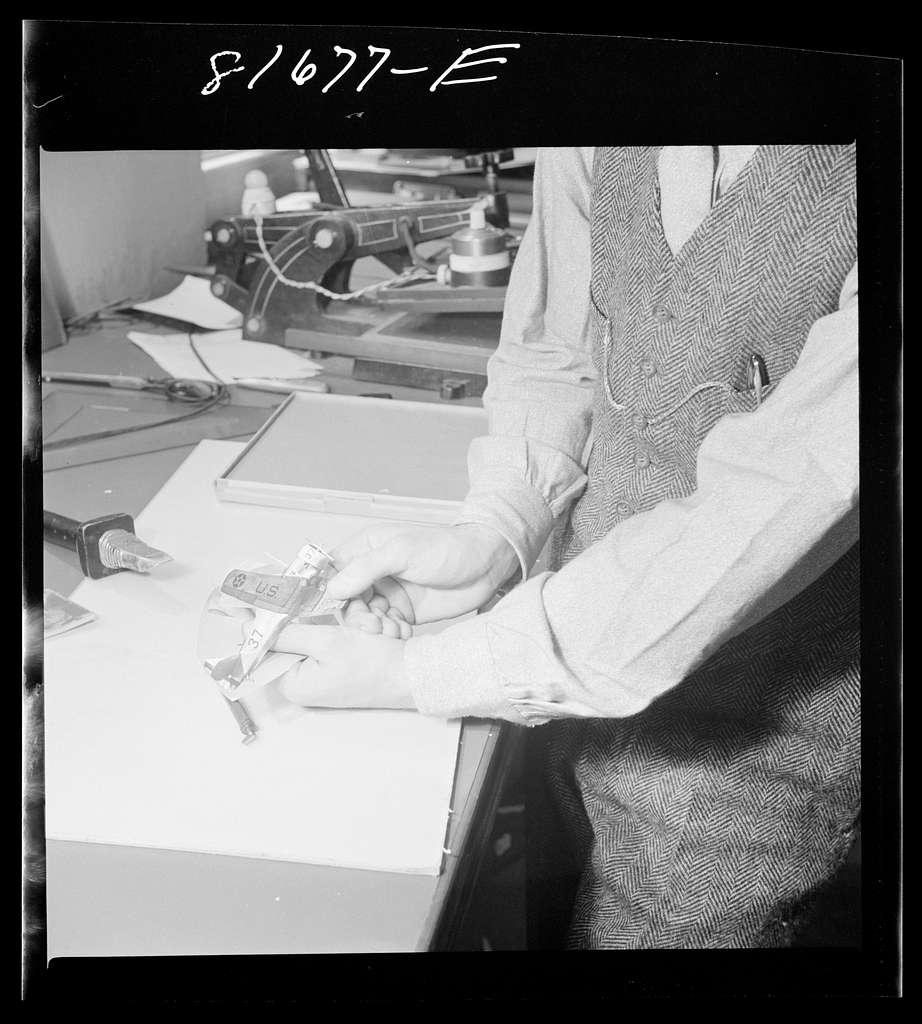 Washington, D.C. Tinsley preparing the defense bonds sales photomural for Grand Central terminal, New York