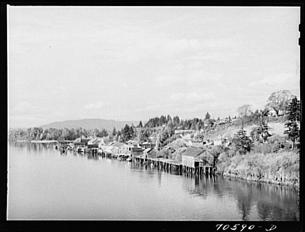 Waterfront. Cathlamet, Washington
