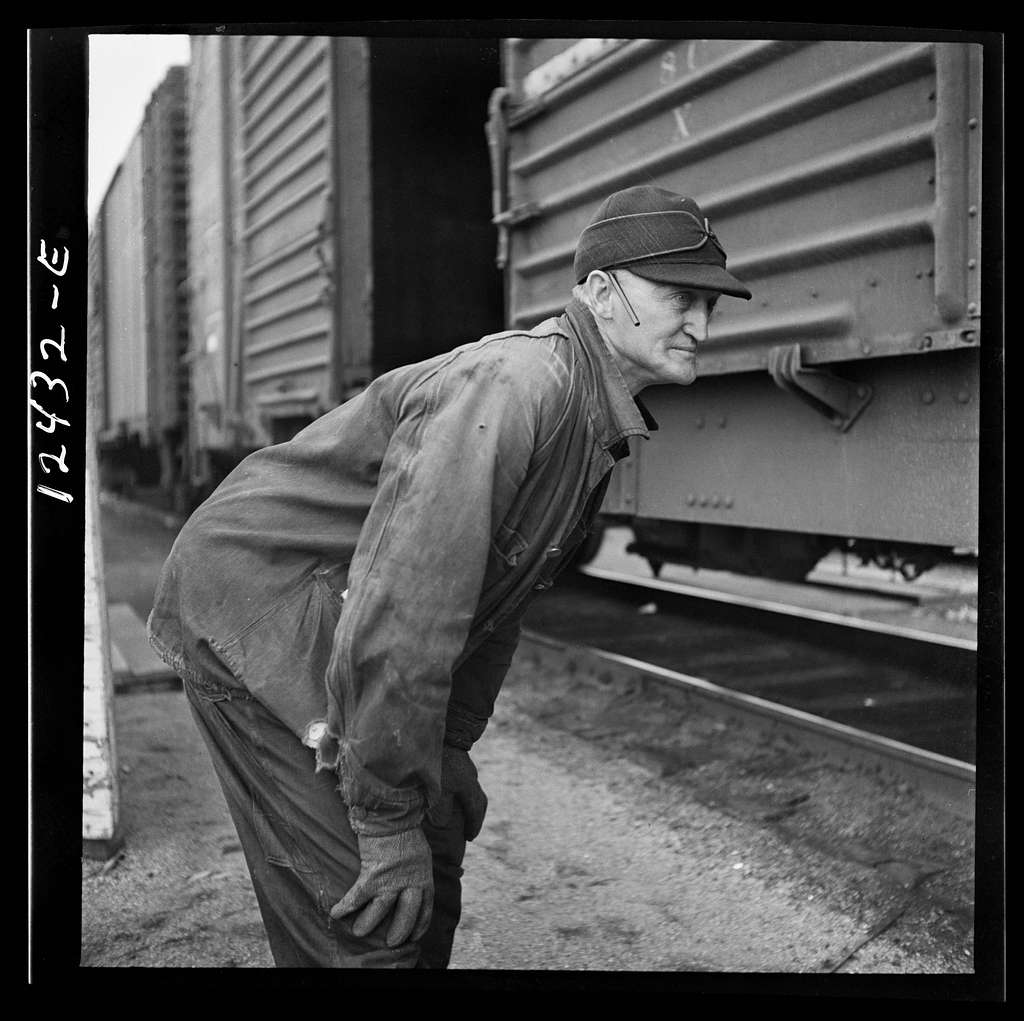 Chicago, Illinois. Inspector watching the cars as they go over the hump at a Chicago and Northwestern Railroad yard
