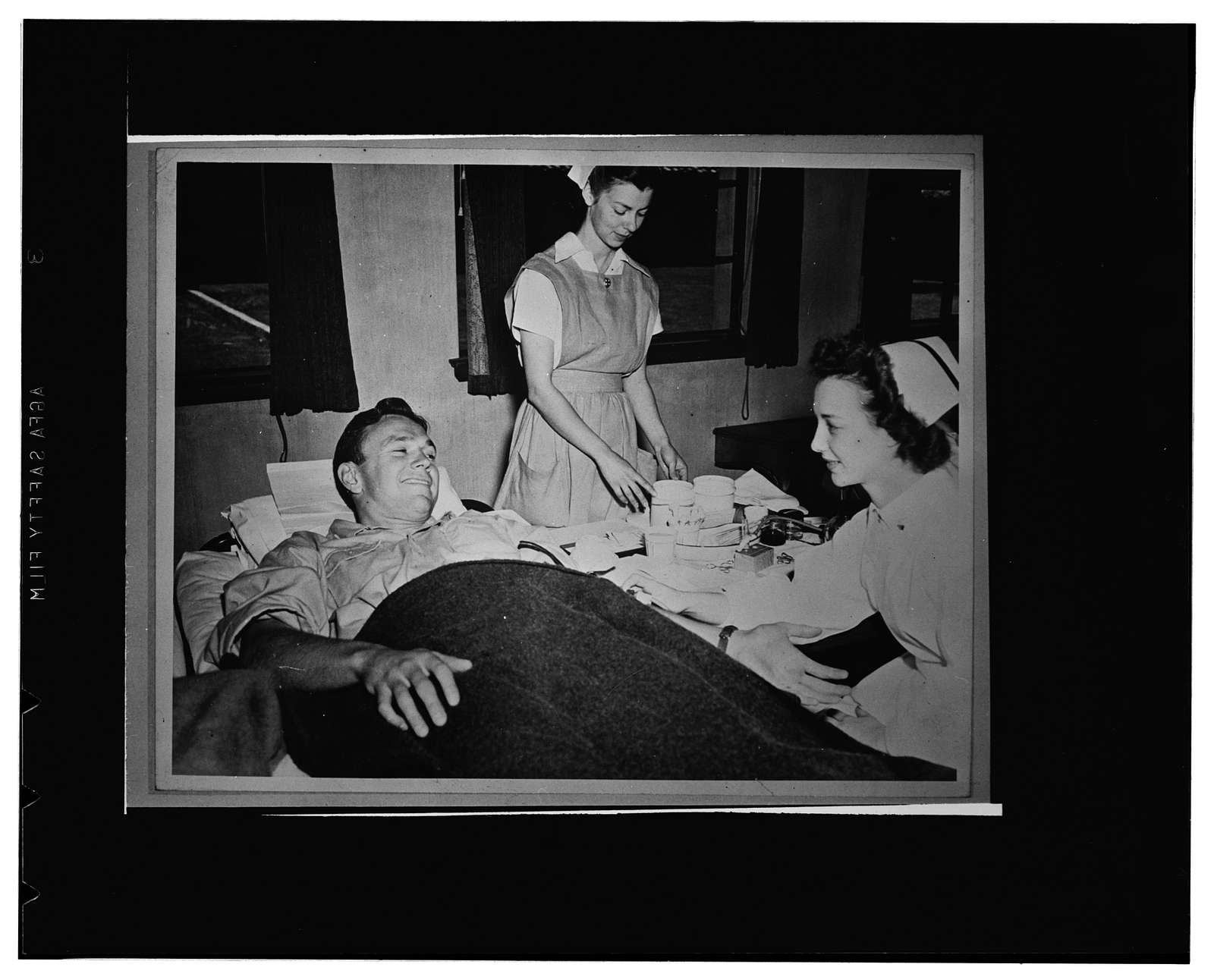 Palo Alto, California. Frankie Albert, Stanford's All-American quarterback, and two nurses. He was one of the first to make an appointment to give his blood to the Red Cross blood donor service when the mobile unit visited Palo Alto