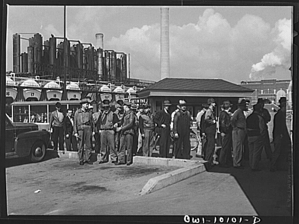 Tulsa, Oklahoma. Change of shift at the Mid-continent refinery