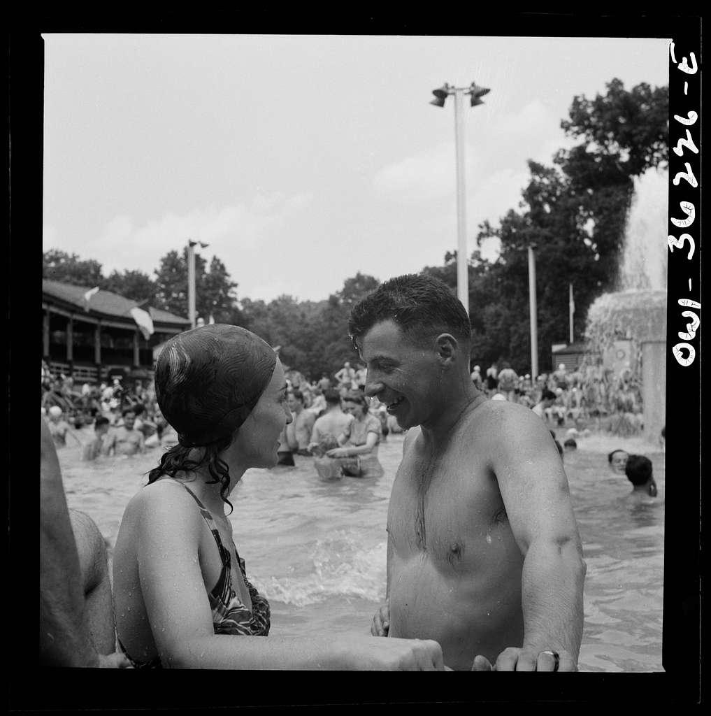 Glen Echo, Maryland. Bathers at Glen Echo swimming pool
