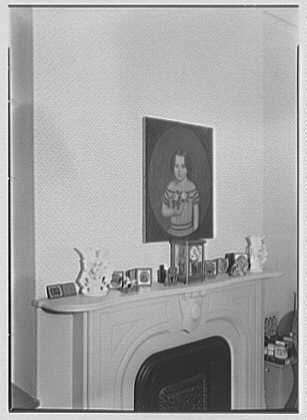 Margaret Sommerfeld, residence at 168 E. 64th St., New York City. Bedroom, mantel