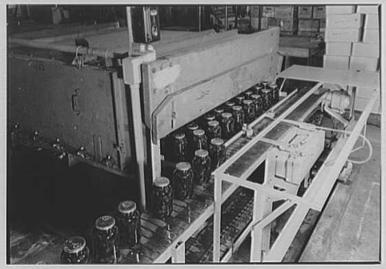 Senn Manufacturing Co., Metropolitan Ave., Glendale, New York. Filling, labelling and packing III
