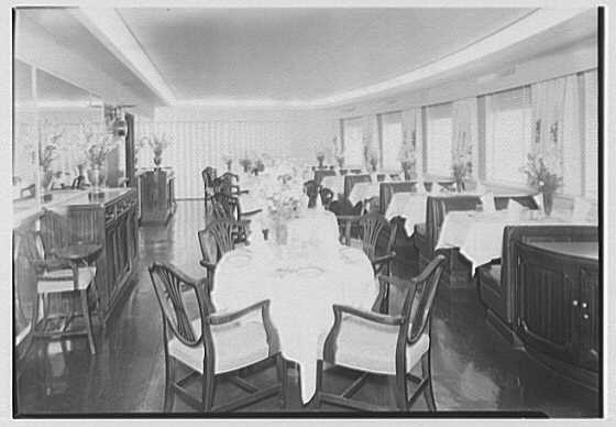 Santa Barbara, Grace Line. Dining room II
