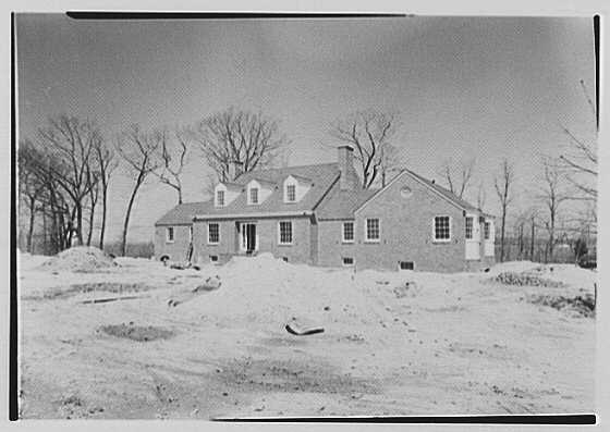Mr. and Mrs. Newton, residence in Center Island, Oyster Bay, Long Island, New York. Before II