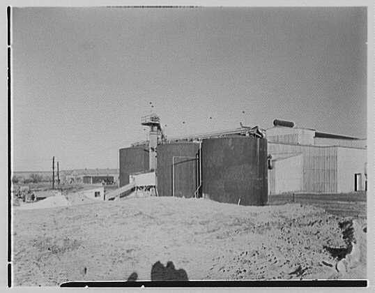 Dominion Alkali & Chemical Co., Ltd., Beaunhois i.e. Beauharnois, Canada. Exterior