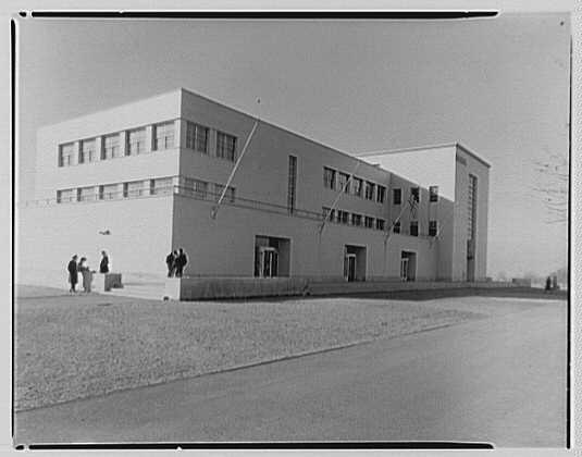 Science Building, Queens College. Main facade I