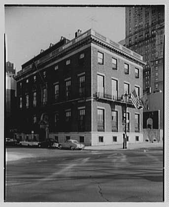 Knickerbocker Club, 62nd St. and 5th Ave., New York City. Exterior at 4 p.m