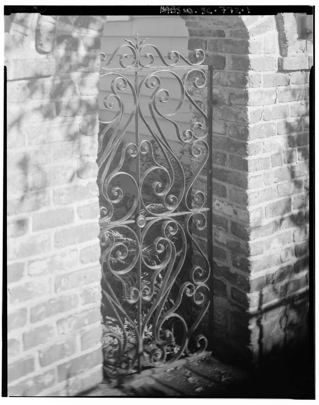 2 Stoll's Alley (Gate), Charleston, Charleston County, SC