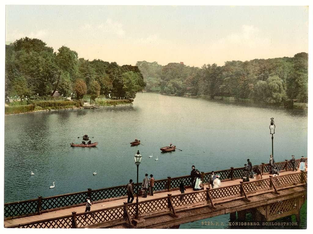 [The lake, north side, Konigsberg, East Prussia, Germany (i.e., Kaliningrad, Kaliningradskai︠a︡ oblastʹ, Russia)]