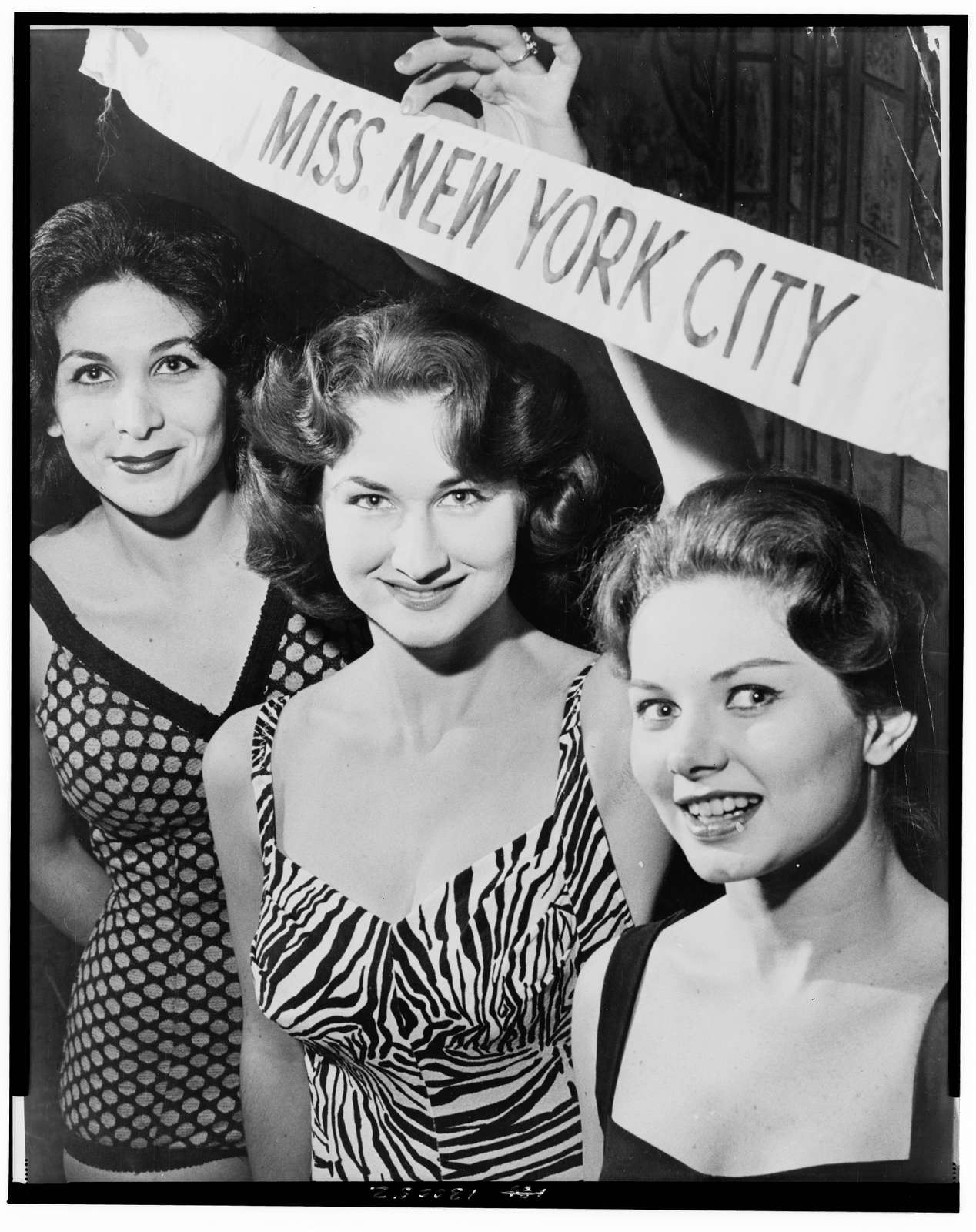 Grace Downs Airline Hostess School 447 15 Ave., Miss NYC Contest / World Telegram & Sun photo by Phil Stanziola.