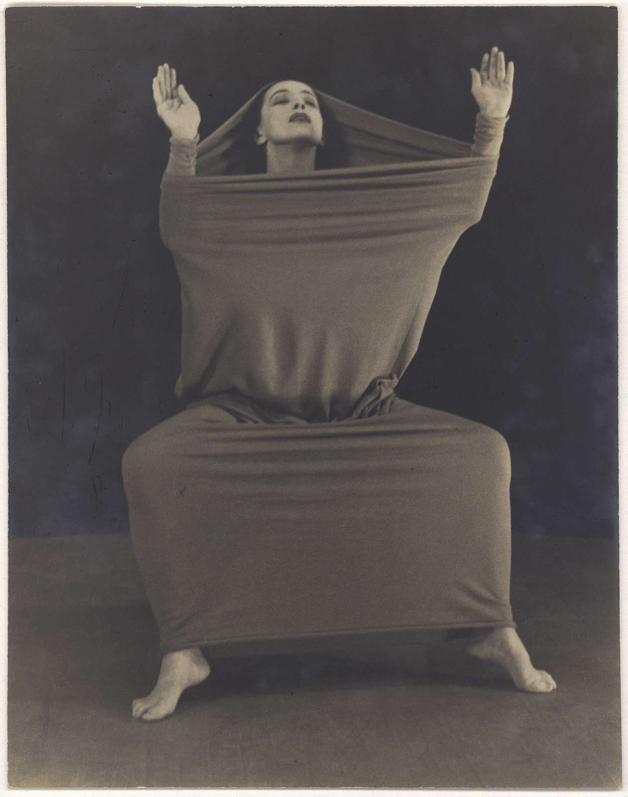 Martha Graham in Lamentation, No. 15