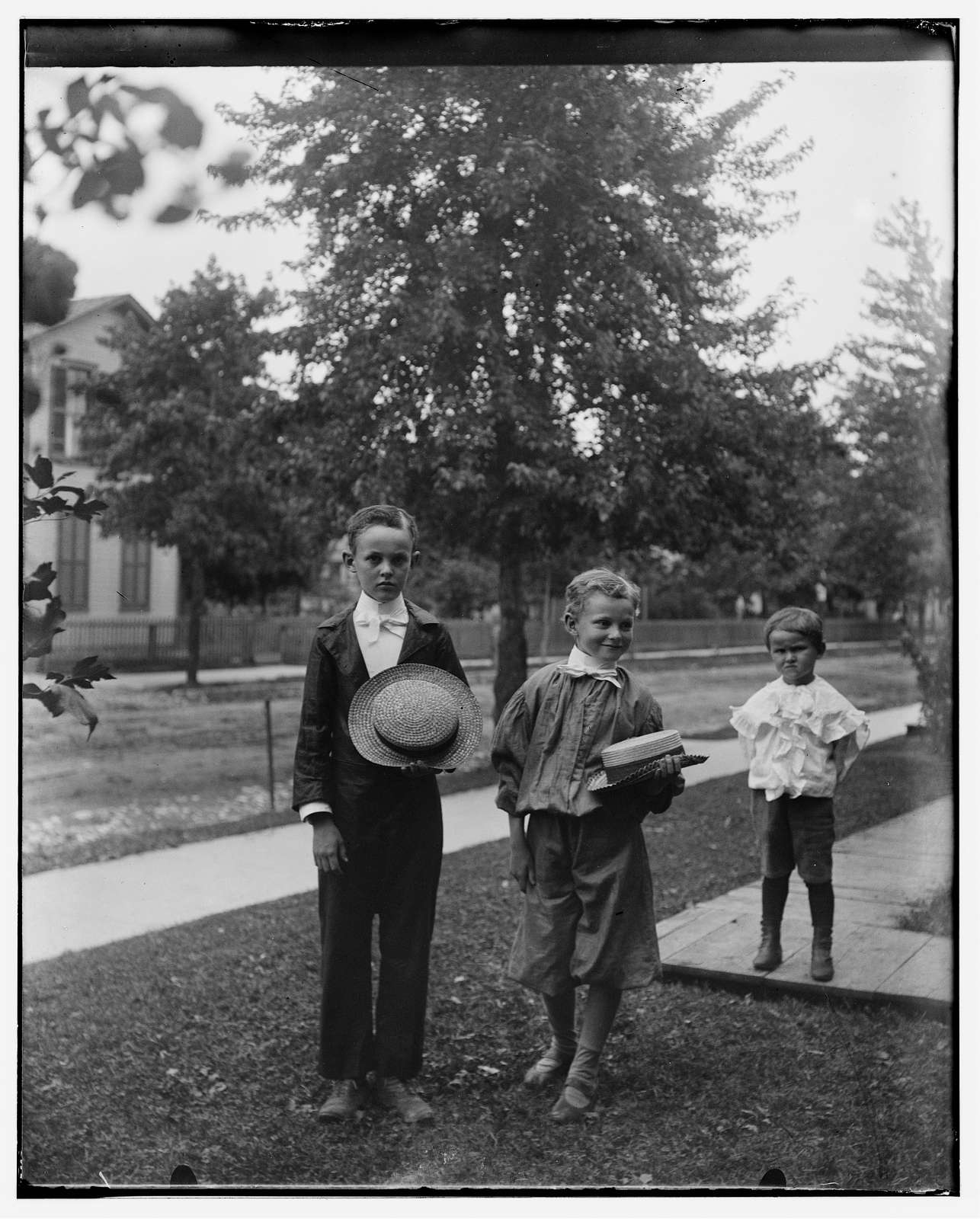 [Lester, Willie and Paul Henderson, neighbors of Wilbur and Orville Wright in Dayton, Ohio]