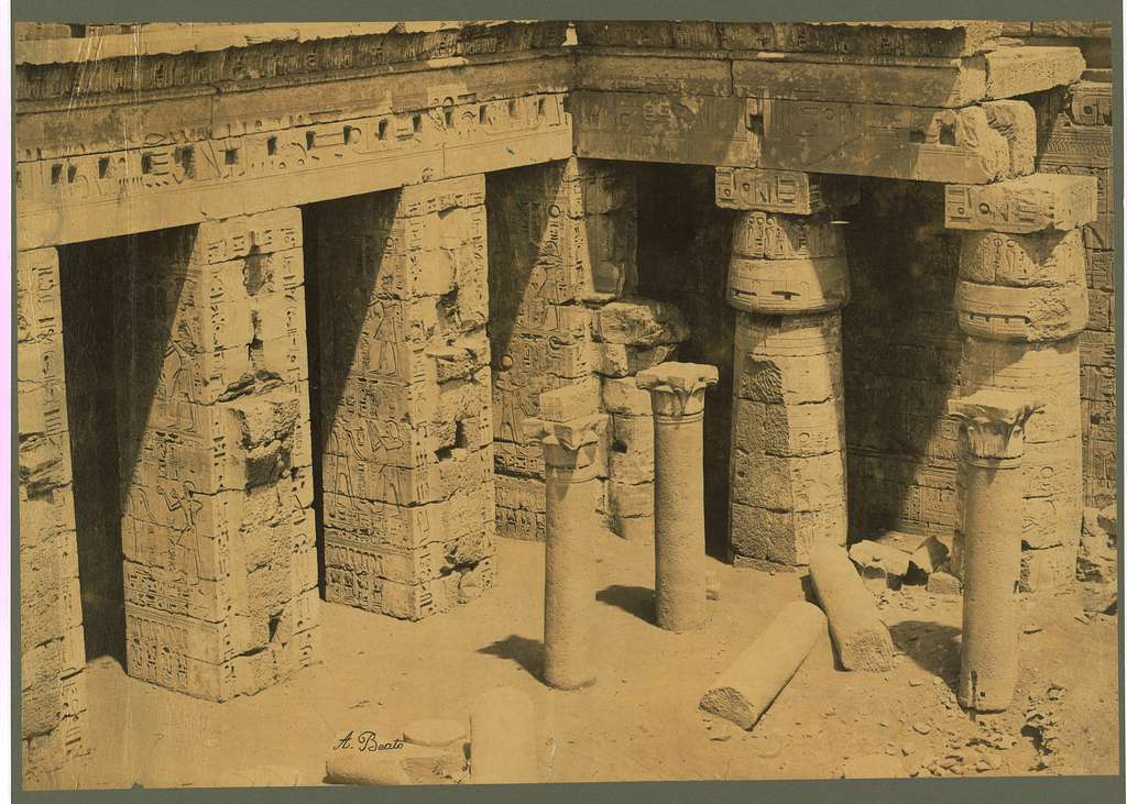 [Ruins of the second court at the back of the Palace/Temple of Ramses III at Medinet-Habu, Thebes, Egypt] / A. Beato.