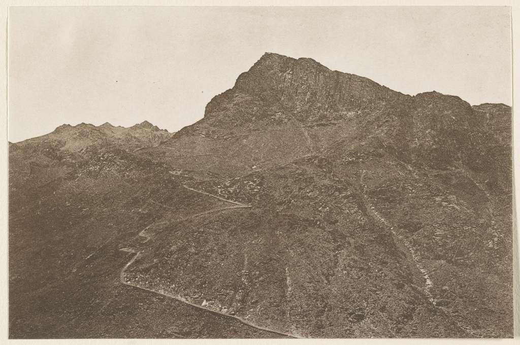 Ǧebel Mûsā (Sinai) gilt seit dem 6. Jahrhundert als der Berg der Gesetzgebung. Der Weg (Fahrstrasse) von dem Chedive ʻAbbâs I. erbaut. 1914.