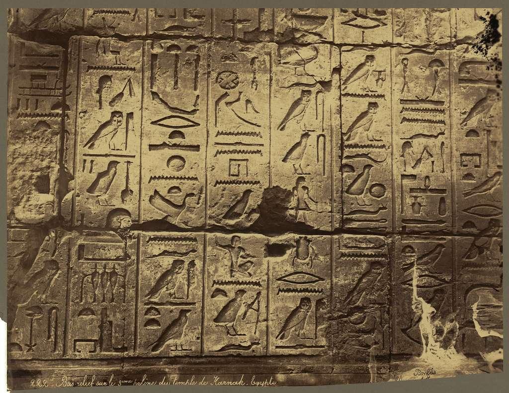 Bas-relief sur le 3eme pylône du temple de Karnak, Egypte / Bonfils.