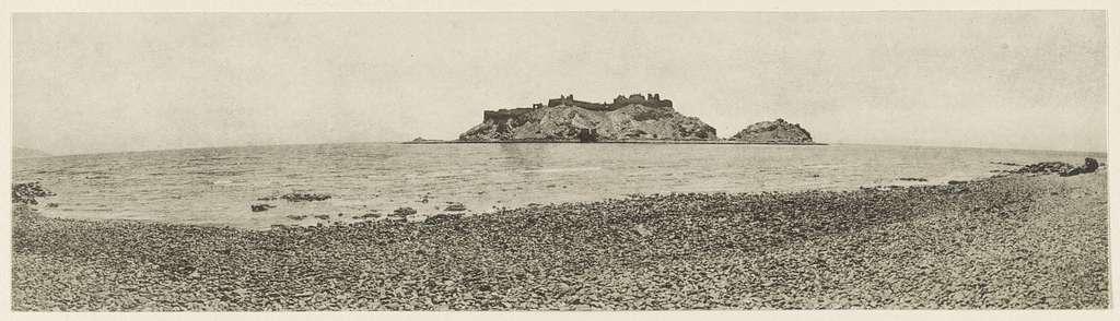 Sinaihalbinsel Ostseite, Insel Grêje oder Ǧezīret Farʻûn mit mittelalterlichem Kastell. 1914.