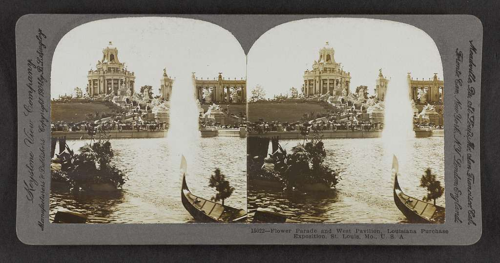 Flower Parade and West Pavilion, Louisiana Purchase Exposition, St. Louis, Mo., U.S.A.