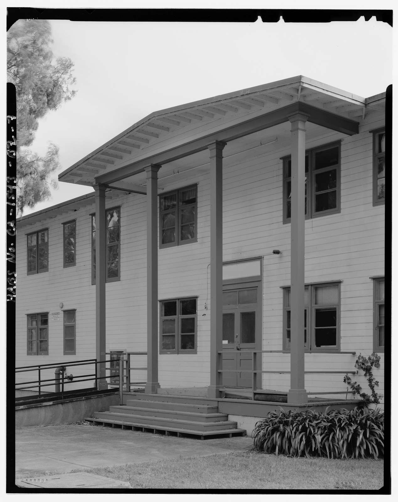 Mare Island Naval Shipyard, WAVES Officers Quarters, Cedar Avenue, west side between Tisdale Avenue & Eighth Street, Vallejo, Solano County, CA
