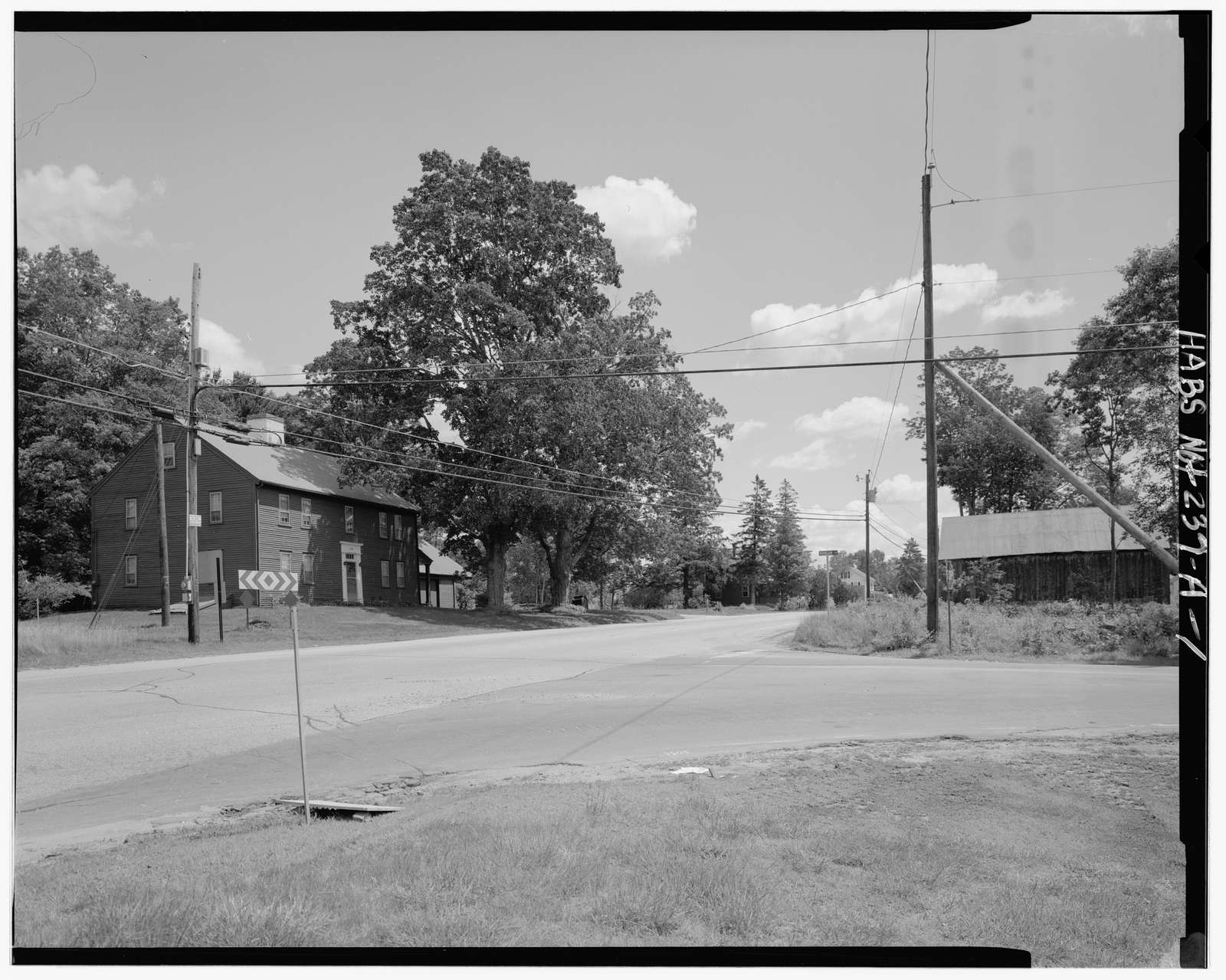 Batchelder-Edgerly Farmstead, Barn, U.S. Route 4, southwest side, southeast corner of New Hampshire Route 43, Northwood, Rockingham County, NH