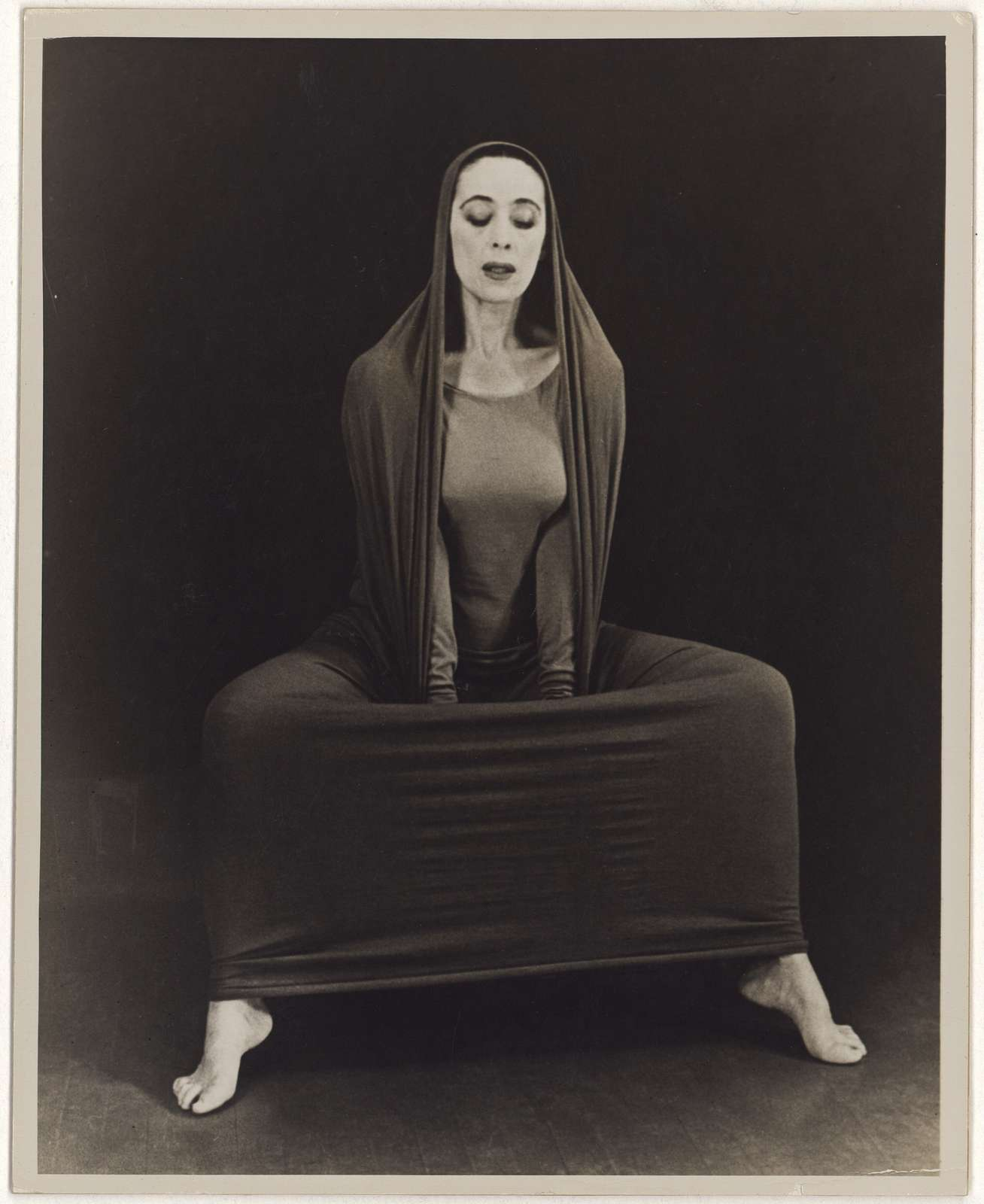 Martha Graham in Lamentation, No. 16