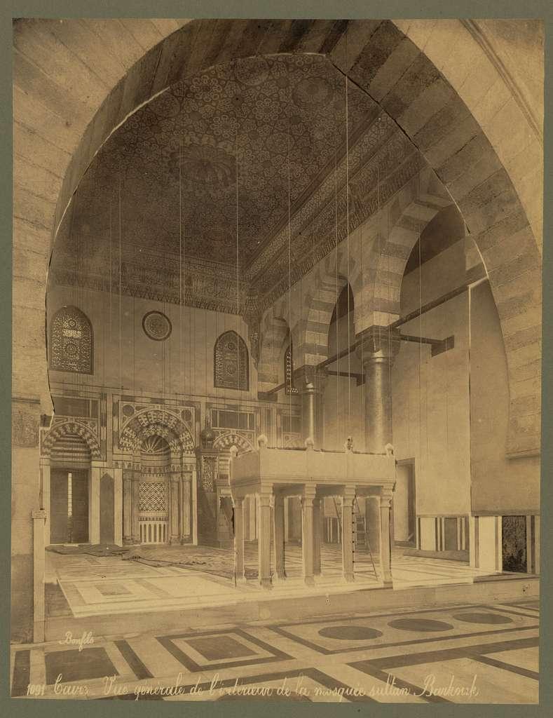 Caire. Vue générale de l'intérieur de la mosquée sultan Barkouk / Bonfils.