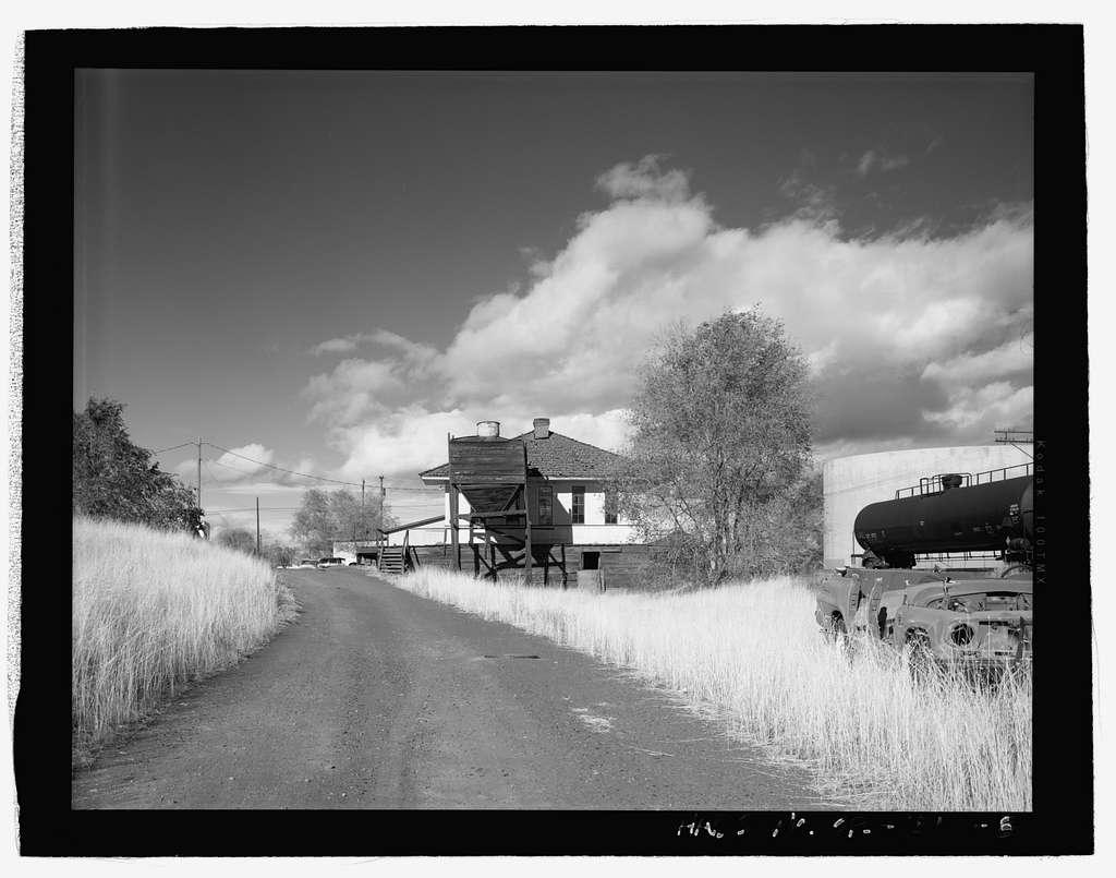 Oregon Trunk Railway Freight Depot, Southwest First Street & Cascade Avenue, Redmond, Deschutes County, OR