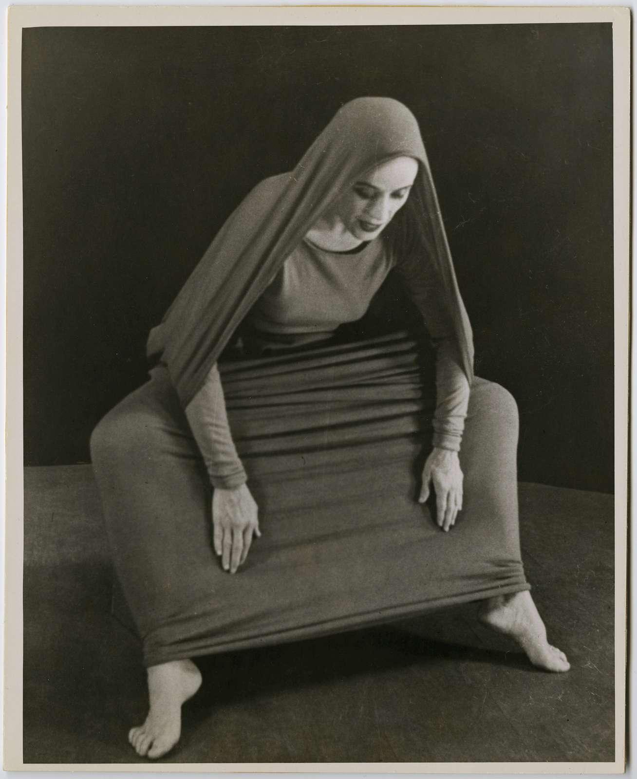 Martha Graham in Lamentation, No. 18