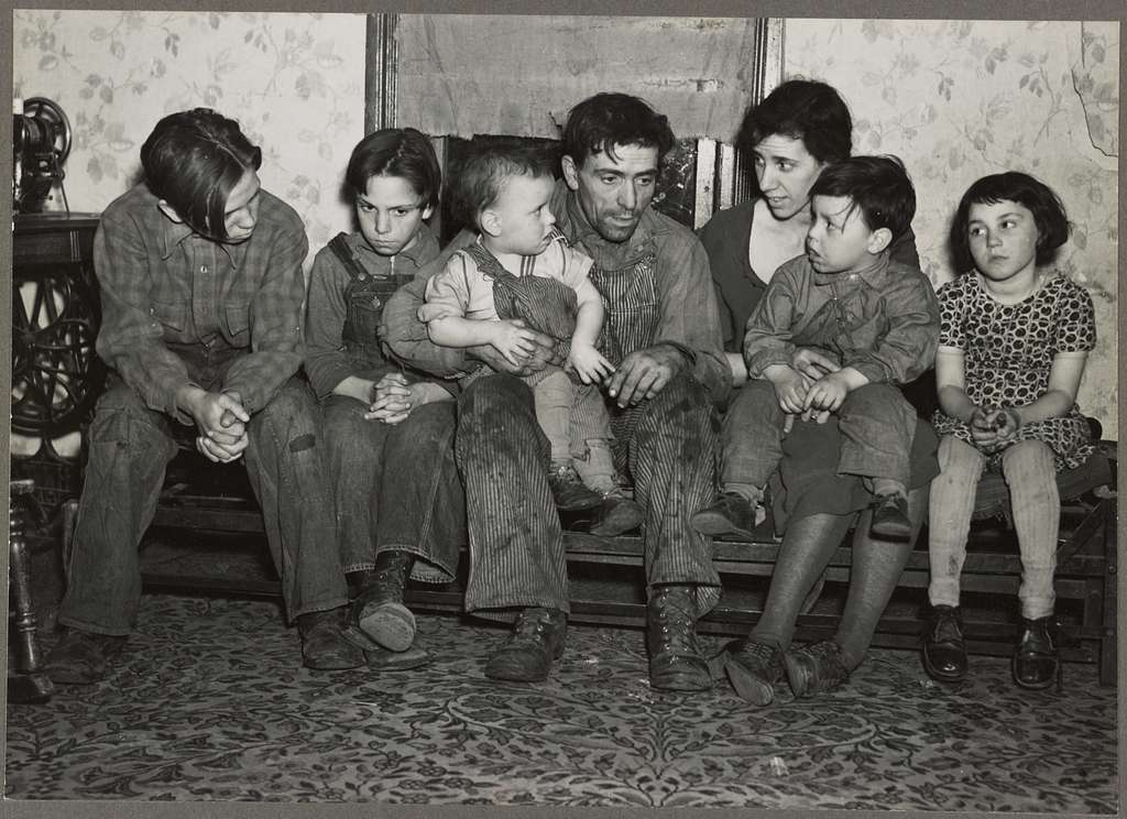 Estherville, Iowa. Homer Sharer and family He has rented farms in the past, but was last employed as a hired hand for 16 months. The family is now on unemployment relief.
