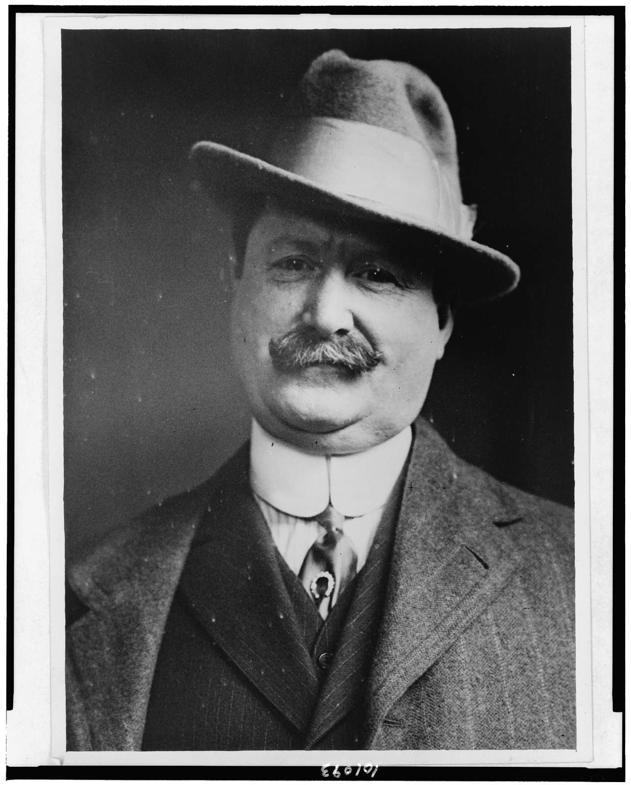 [William John Burns, detective, witness in Sinclair jury scandal, head-and-shoulders portrait, facing front] / Photo by Bain News Service, New York.